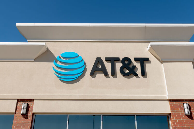 The front of an AT&T store.