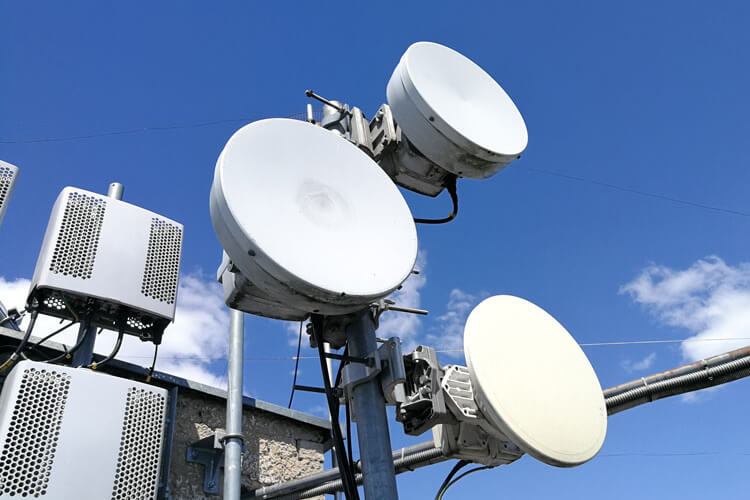 Cell towers and radios for 5G