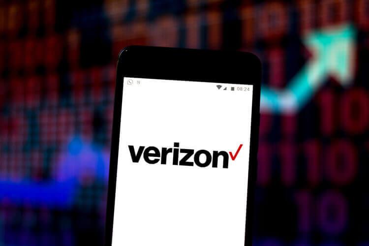 Verizon logo on a 5G device